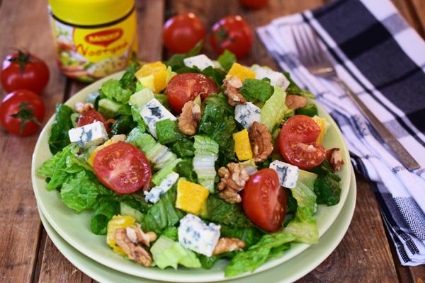 Σαλάτα με πορτοκάλι, blue cheese και καρύδια