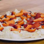 Πάβλοβα με κρέμα λευκής σοκολάτας και φράουλες Συνταγή