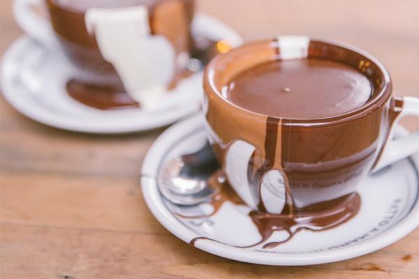 4 απολαυστικές συνταγές για ζεστή σοκολάτα