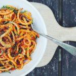 Μακαρονάδα με σύγκλινο, λαχανικά και φέτα