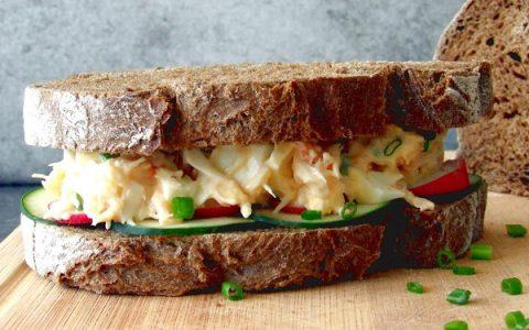 Καβουροσαλάτα σε σάντουιτς