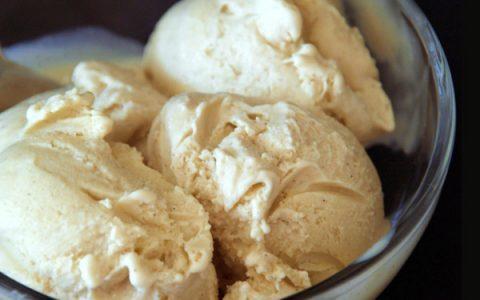 Εύκολο παγωτό με δυο υλικά