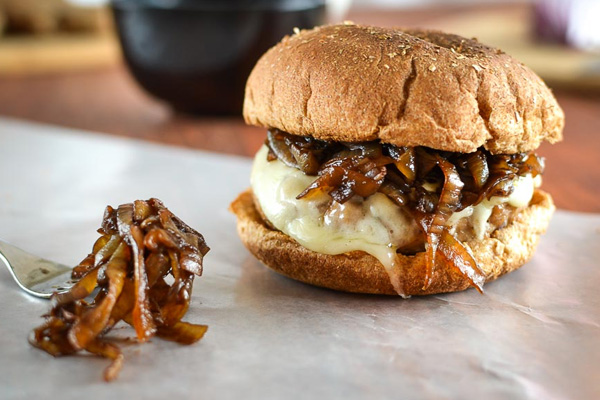 Cheeseburger με τυρι Provolone