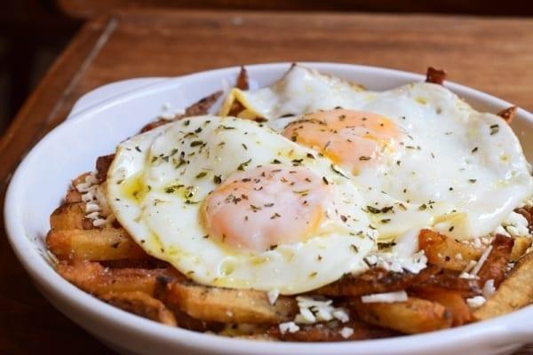 Αυγά με πατάτες και φέτα