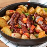 Λουκάνικα με πατάτες στο τηγάνι
