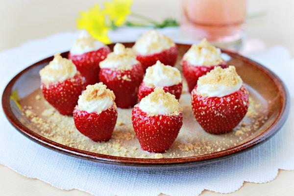 Φράουλες με κρέμα τσιζκέικ