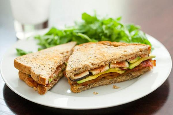 Σάντουιτς με σύκα & αβοκάντο