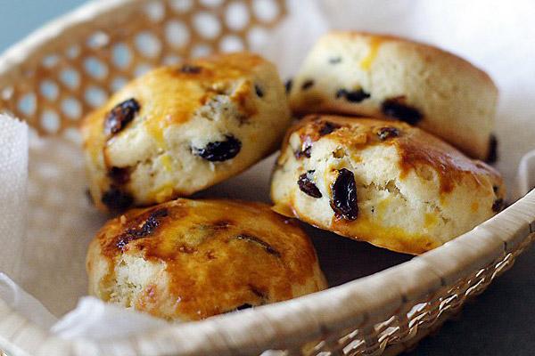 Scones, αγγλικά ψωμάκια με σταφίδες