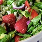 Σαλάτα με φράουλες, τυρί και καρύδια συνταγή