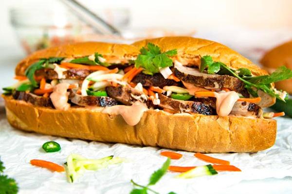 Σάντουιτς με μπριζόλα (steak sandwich)